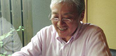 福田さん【おしゃれ携帯老眼鏡】薄さ2mmの折りたたみ老眼鏡「ペーパーグラス」公式通販サイト