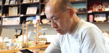 多田さん【おしゃれ携帯老眼鏡】薄さ2mmの折りたたみ老眼鏡「ペーパーグラス」公式通販サイト